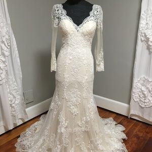 Size 10 Long sleeve Lace Bridal Gown